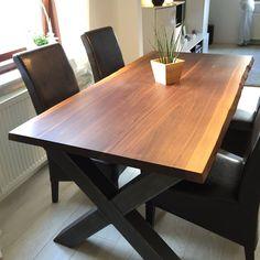 Tisch aus Massivholz Tischplatte aus US Nussbaum (Black Walnut) mit Gestell aus Stahl Rohren
