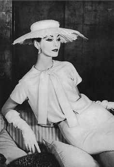 Dovima, March Vogue 1956