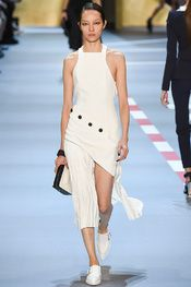 Mugler Spring 2016 Ready-to-Wear Collection Photos - Vogue Fashion Week Paris, Spring Fashion Trends, Runway Fashion, Fashion Models, Fashion Show, Fashion Design, Edgy Dress, Jumpsuit Dress, Couture