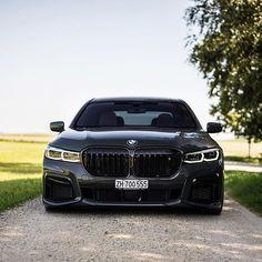 The BMW M760Li / 👍🏼or👎🏼? 6.6L V12 with 600hp and 627lb•ft Photo by @srs_swissrichstreets #carlifestyle #m760li #bmw Bmw 760li, Bmw Cars, Cars Auto, Honda Cars, Volkswagen, Bmw M Series, Bmw M Power, Bmw Alpina, Bmw Love