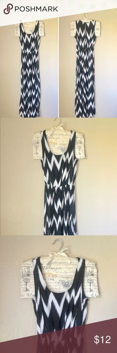 H&M Black & White Chevron Print Maxi Dress H&M Black & White Chevron Print Maxi Dress. Keyhole cut-out in the back, two knee length side slits. 100% Polyester. In great used condition, only worn a few times. This is also a great maternity dress if you are a size Small like me! 🖤 H&M Dresses Maxi
