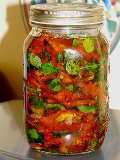 Getrocknete Tomaten pikant eingelegt, ein beliebtes Rezept aus der Kategorie Kalt. Bewertungen: 67. Durchschnitt: Ø 4,5.