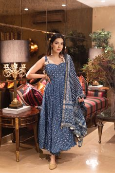 Party Wear Indian Dresses, Indian Gowns Dresses, Indian Fashion Dresses, Dress Indian Style, Indian Outfits, Simple Kurti Designs, Salwar Designs, Kurti Designs Party Wear, Indian Attire