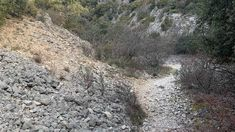 Rando Vaucluse : Tête du gros Charne par la combe Obscure. Les Cascades, Provence, Country Roads, Outdoor, Pathways, Outdoors, Outdoor Games, The Great Outdoors, Aix En Provence