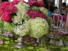 AH!  Great color combination of limelight hydrangeas with pink roses!  Gorgeous floral arrangement!