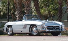 Mercedes Benz – One Stop Classic Car News & Tips Mercedes Sports Car, Mercedes Benz 300, Roadster Car, Classic Mercedes, Old Classic Cars, Vw Cars, Train Car, Retro Cars, Classic Collection