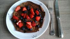 Weleens zin in een pannenkoek? Maak een #healthy versie!  Recept voor 1 persoon; 1 schep F1 shake (13gr) + 1 schep Proteïne Drink Drink mix (13gr)+ 1 ei + 1 eiwit + scheutje (soja)melk en een druppeltje vanille extract. Beetje zonnebloem olie in de hete pan, uitvegen met een keukenpapiertje en met de deksel op de pan bakken. Zodra er op de bovenkant allemaal belletjes ontstaan, voorzichtig omdraaien, nog 20 sec bakken en daarna serveren met vers fruit . Circa 24 gram eiwit