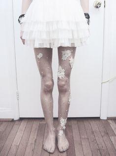 Embellished Tights DIY #DIY #TIGHTS #CLOTHES