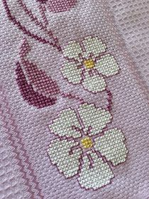 I ricami di Irene: Buon anno! Embroidery Stitches Tutorial, Cross Stitch Embroidery, Embroidery Patterns, Hand Embroidery, Machine Embroidery, Cross Stitch Boarders, Cross Stitch Flowers, Cross Stitch Patterns, Mothers Day Crafts