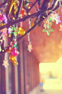 Multi-coloured star lights draped in a wooden frame for added texture and personality #home #decor #fairylights