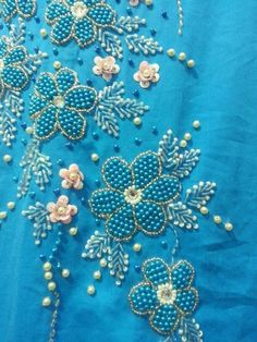 inspires me for my 'beads project' Zardozi Embroidery, Tambour Embroidery, Hand Work Embroidery, Embroidery Motifs, Simple Embroidery, Ribbon Embroidery, Bead Embroidery Tutorial, Hand Embroidery Patterns Flowers, Embroidery Neck Designs