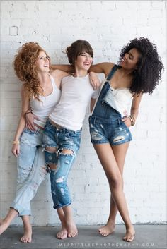 Senior Pic Idea! Senior Pictures with Friends - Graduation Picture Ideas - Best Friend Picture Idea - Best Friend Poses - Best Friend Goals - Group Styled shoot - Simple Hairstyle - Makeup - Fashion - (Best Friend Photoshoot)