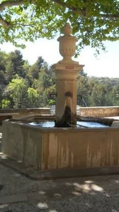 Saint-Chinian. Provence, Wells, Water Features, Place, Lush, Fountain, Gardens, Europe, Exterior
