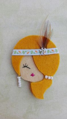 Broche fieltro nerea