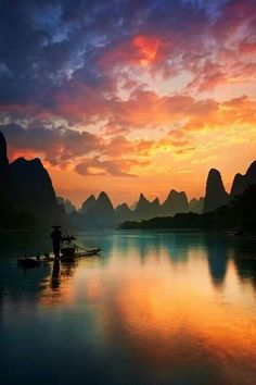 i want to live on a houseboat on a Li River, China