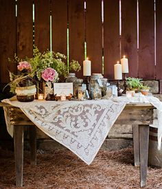 Country Shabby Wedding Decor Wood Table Covered with Lace Tablecloth for Country Wedding
