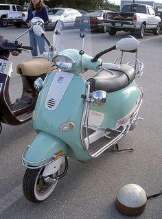 Vespa custom by Bagel!, me gusta mucho el color Vespa Et4, Piaggio Vespa, Motos Vespa, Lambretta, Vespa Scooters, Scooter 50, Retro Scooter, Scooter Motorcycle, Motorcycle Couple