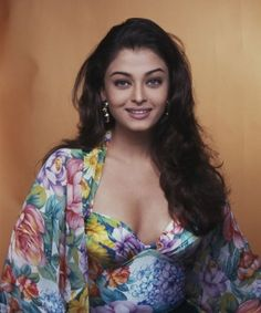 Most of the actors have started their career with modelling and Aishwarya Rai Bachchan is one of them. She won Miss World and got easy ticket to Bollywood. Aishwarya Rai Young, Aishwarya Rai Photo, Actress Aishwarya Rai, Aishwarya Rai Bachchan, Bollywood Actress Hot, Beautiful Bollywood Actress, Indian Bollywood, Bollywood Stars, Bollywood Fashion