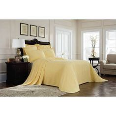 Royal Heritage Home Williamsburg Abby Ivory/White/Green Standard Cotton Reversible Traditional 4 Piece Comforter Set & Reviews | Wayfair Richmond Green, Green Queen, Yellow Bedding, Camo Bedding, King Beds, Table Covers, Comforter Sets, Bed Spreads, Luxury Bedding