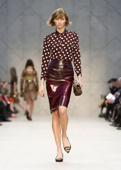 Burberry burgundy leather pencil skirt / falda lápiz burdeos de cuero