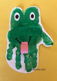 frog art preschool For Kids is part of Frogs Crafts Activities Games And Printables Kidssoup - Handprint Frog craft toddler infant baby frog paint preschool Frog Crafts Preschool, Reptiles Preschool, Reptiles Et Amphibiens, Pond Crafts, Frog Activities, Jungle Crafts, Bug Crafts, Daycare Crafts, Classroom Crafts