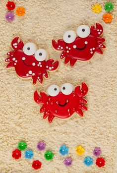 Summer's almost over, but you can have fun crab cookies anytime of the year. These sugar cookies are decorated with royal icing they're wonderful! Fish Cookies, Mermaid Cookies, Baby Cookies, Iced Cookies, Cute Cookies, Easter Cookies, Royal Icing Cookies, Birthday Cookies, Christmas Cookies