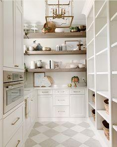 Walk in pantry Kitchen Pantry Design, Prep Kitchen, Messy Kitchen, Kitchen Butlers Pantry, Kitchen Buffet Cabinet, Kitchen Built Ins, Kitchen Ideas, Kitchen Pantry Storage, 1950s Kitchen