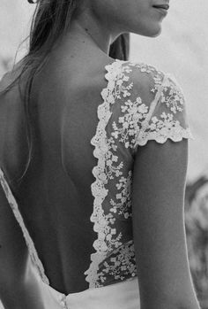 Story II: Vejer de la Frontera © Pilar Hormaechea. Open back lace wedding dress