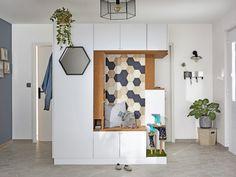 Une entrée fonctionnelle et originale avec un meuble sur-mesure Placard Design, Decoration, Ladder Decor, Desk, Living Room, Interior Design, Inspiration, Furniture, Konmari