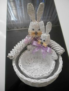 Paper Weaving, Newspaper Crafts, Serving Bowls, Decorative Bowls, Knitting, Tableware, Cowl, Funny Art, Wicker