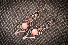 Art Deco peacock feather shape dangle copper wire wrap earrings with pink coral and mate glass Czech seed beads vintage look
