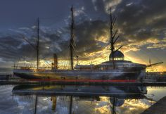 Sunset on Discovery by Karl Oparka on 500px RRS Discovery is now permanently docked in Dundee, Scotland. This famous ship carried Captain Scott and his crew on their fateful adventures to Anarctica.