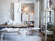 A dreamy white Christmas decor (Daily Dream Decor) Christmas Interiors, Christmas Living Rooms, Christmas Home, White Christmas, Scandinavian Christmas, Christmas Ideas, Christmas Ornaments, Fabrikor Ikea, Dining Room
