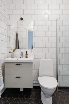 Kastellgatan 8 B Industrial Scandinavian, Interior And Exterior, Interior Design, Welcome To My House, Small Bathroom, Bathrooms, Bathroom Inspo, Eclectic Decor, Space Saving