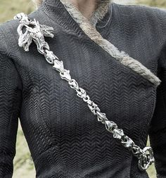Jun 2019 - Jewellery from the tv-show Game of Thrones. See more ideas about Game of thrones jewelry, Tv show games and Game of thrones. Game Of Thrones Costumes, Game Of Thrones Fans, Got Dragons, Mother Of Dragons, Daenerys Targaryen Aesthetic, Daenerys Targaryen Season 7, Got Costumes, Dragon Jewelry, Khaleesi