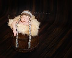 Love this little barrel and fur combo with that cute little hat Newborn Pictures, Baby Pictures, Baby Photos, Image Photography, Photography Poses, Newborn Photography, Sibling Poses, Newborn Poses, Bee Photo