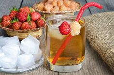 Iced tea and berries