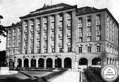 John Wick, Time Travel, Division, World War, Multi Story Building, Louvre, Polish, Places, Haus