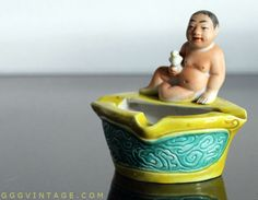SMALL VINTAGE ASHTRAY WITH NUDE ASIAN MAN + BIRD ON BATHTUB - PERSONAL COLLECTION www.XOatom.com Vintage Ashtray, Mid Century Decor, Asian Men, Vintage Decor, Kitsch, Bathtub, Nude, Collections, Bird