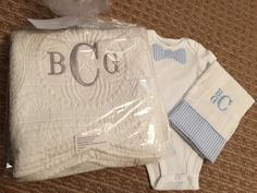 Grey monogram on white baby quilt Hand Embroidery, Machine Embroidery, Embroidery Ideas, Boy Fonts, Baby Boy Quilts, Baby Monogram, Burp Cloths, Baby Blankets, Sewing