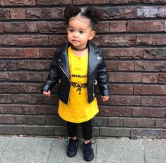 Do I look good today? Toddler Outfits, Kids Outfits, Cute Outfits, Cute Mixed Babies, Cute Babies, Baby Girl Fashion, Kids Fashion, Biracial Babies, Baby Boy Hairstyles