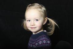 Studio child portrait by lizzie paterson photography at www.lizziepatterson.com