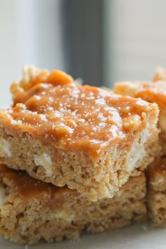 Peanut Butter Krispie Treats topped with soft and chewy caramel and sea salt! A salty sweet, no bake dessert. #peanutbutterbars, #ricekrispietreats #krispietreats, #caramelbars