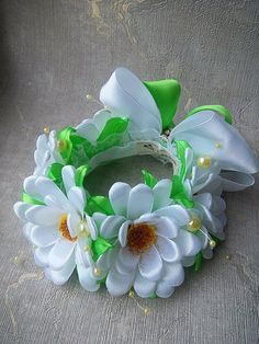 Новости Corona Floral, Bun Wrap, Baby Hair Bands, Kanzashi Flowers, Ribbon Work, Flower Making, Hair Bows, Greenery, Headbands