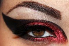 Star Wars inspired eye makeup for all you awesome female geeks! Star Wars inspired eye makeup for all you awesome female geeks! Star Wars Logos, Star Wars Tattoo, Star Wars Poster, Rey Star Wars, Star Wars Darth Vader, Darth Maul, Eye Makeup, Beauty Makeup, Hair Makeup