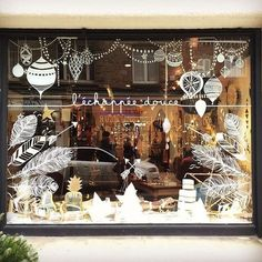 I like the bottom half as a thanksgiving window decoration. Vitrine Design, Christmas Window Display, Christmas Window Paint, Christmas Windows, Store Window Displays, Chalk Pens, Window Art, Noel Christmas, Vintage Christmas