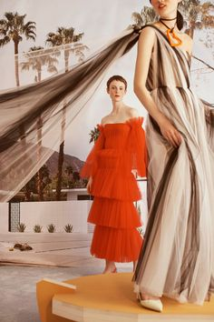 Carolina Herrera Resort 2019 Fashion Show Collection: See the complete Carolina Herrera Resort 2019 collection. Look 17
