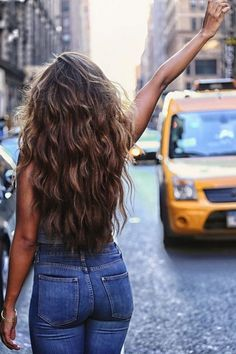50 Elegant Women Style with Long Wavy Hair - Hair Cuts Hair Day, New Hair, Girl Hair, Elegant Style Women, Pretty Hairstyles, Hairstyle Ideas, Natural Wavy Hairstyles, Hairstyle Men, Funky Hairstyles