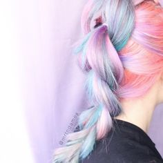 """""""Mi piace"""": 1,581, commenti: 70 - ⠀⠀⠀  ✨ M A R T I N A  (@mrtndamex) su Instagram: """"I can't stop braiding my hair, I love how the colors mix together"""""""
