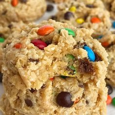 Cake Mix Monster Cookies Recipes Cake mix monster cookies are an easy and fun twist to the classic monster cookie. A yellow cake mix, peanut butter, oats, chocolate chips, an. Peanut Butter Chips, Peanut Butter Cookies, Chocolate Chip Cookies, Chocolate Chips, Butterfinger Cookies, Giant Chocolate, Cake Mix Cookie Recipes, Cake Mix Cookies, Dessert Recipes